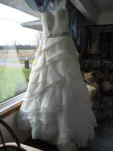 Designer Wedding Dress Belleville Belleville Area image 1