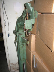 THOMPSON MANUAL RIVETING MACHINE WITH AUTOMATIC FEED