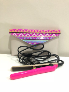 Amika mini styler hair straightener with travel pouch