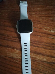 Fitbit Versa Silver Aluminum