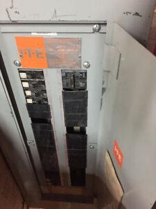 Panneau électrique usagé – Electrical panel