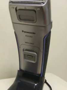 AS NEW PANASONIC ES2262 SHAVER 2 IN 1 HAIR/BODY