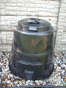 """LARGE """" EARTH MACHINE"""" COMPOSTER"""