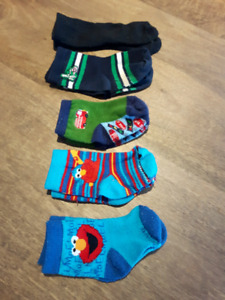 5 pairs of baby boys 0-3 mo socks....Elmo..