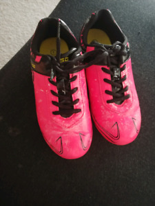 Soccer shoes size 1 girls