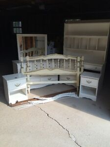 white double canopy bed set