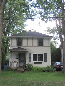 Charming 2 bedroom house in Pointe Claire Village