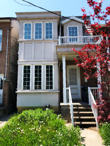 Semi-detached House in Downtown for Lease!! Close to U of T!!