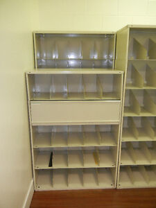 Metal shelving suitable for warehouse/doctor/dentist