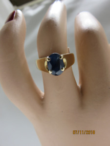 LADIES 10KT YELLOW GOLD & BLUE SAPPHIRE RING