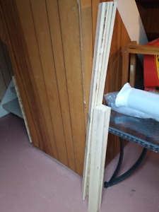 Twin and Queen Bed Slats in Excellent Condition