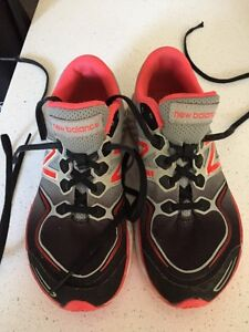 Girl's New Balance Running Shoes size 1.5 Kitchener / Waterloo Kitchener Area image 1