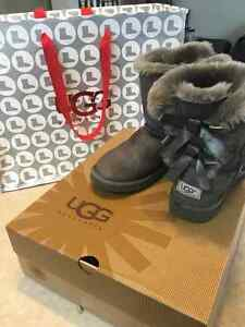 UGG Bailey Bow Youth Size 4