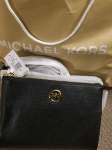 Brand new michael kors black crossbody purse never been used
