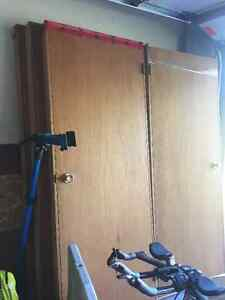 Lot of 4 pre-hung lauan doors with door knob Kingston Kingston Area image 1