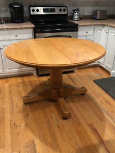 ***Beautiful Solid Oak Table & Chairs***