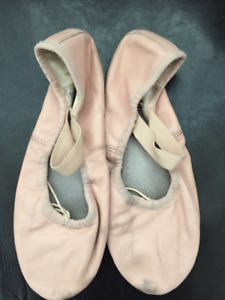 Girls Bloch Pink Leather Ballet Slippers - Size 2