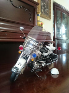 Franklin Mint Die-Cast Police Harley Mortorcycle - Mint Cond.