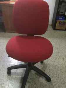 3 Comfortable Desk Chairs
