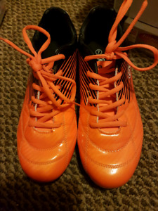 Woman's cleats - size 7 like new