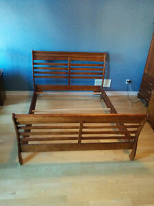 Base de lit et sommier format Queen size bed frame and boxspring