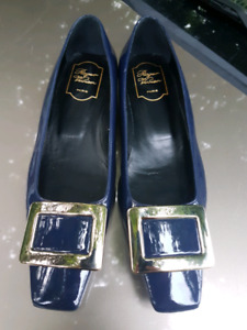 Women's 38 1/2 Authentic Roger Vivier.