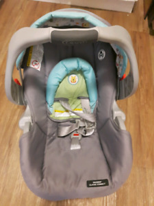 Winnie The Pooh Graco Snugride Classic Connect Infant Carseat