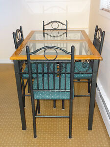 Apartment size kitchen table and chairs