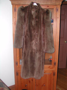 Manteau de castor rasé brun pâle