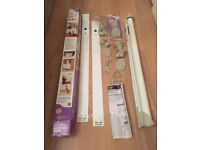 Dream baby retractable gate (nearly new) and spacer for skirting - only £35 for all