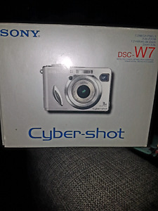 Sony Cyber-shot DSC-W7 Camera w/accessories