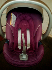 REALLY NICE BABY GIRLS CARSEAT SUITABLE FROM BIRTH