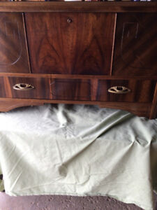 VINTAGE GEORGIAN STYLE CEDAR CHEST