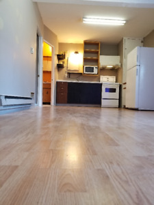 2 Bedroom 2 Bathroom Suite Footsteps Away from the Canada Line
