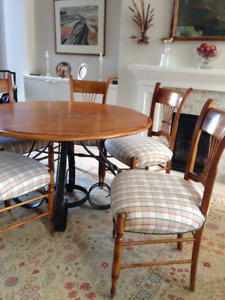 Beautiful Set Of 6 Chairs And A Solid Wood Table Made In Italy