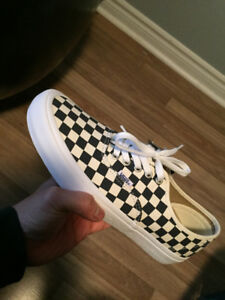 Vans Authentic – Checkered – Size 10.5