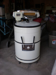 working ringer washer... $75 MUST GO TODAY call 519 729-5862