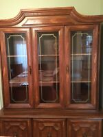 Dining Hutch in excellent condition ... Must sell