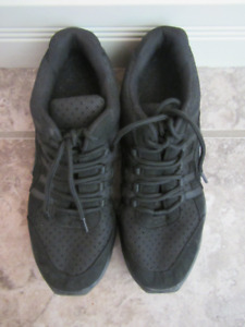 Girls size 5 and 1/2 Capezio black Hip Hop shoes/sneakers
