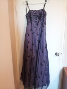 Elegant Formal Dress (size 8)