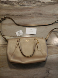 Coach Purs: Small Kelsey Satchel in Metallic Gold. New with tags