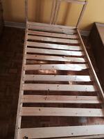Base de lit en bois plus  matelas