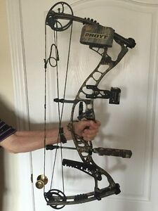Hoyt MAXX IS 31 Compound Hunting Bow and assesories