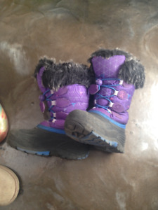 winter boots for girl size 10 / boots d'hiver fille grandeur 10