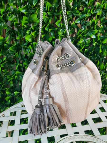 8cb5fbbff55 Kardashian Bebe Leather Bucket bag | Bags | Gumtree Australia Redland Area  - Birkdale | 1218844901