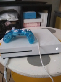 Xbox and controller for sale leads comes with