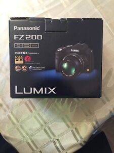 Panasonic Lumix DMC FZ200 350$