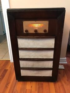 Working antique radio