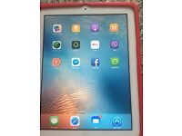 Apple IPad 2 64GB Wifi + 3G (Unlocked) 9.7in - White With Silver Back