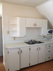 1 bed Moose Jaw - rent incl ht wtr elect - lndry off st prkng